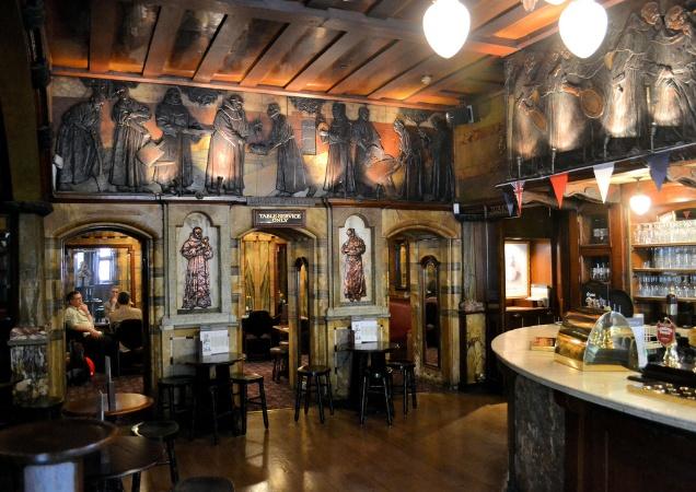 Blackfriar pub bar